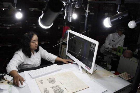 Digitalisasi koleksi Museum Radyapustaka Page 1 Small