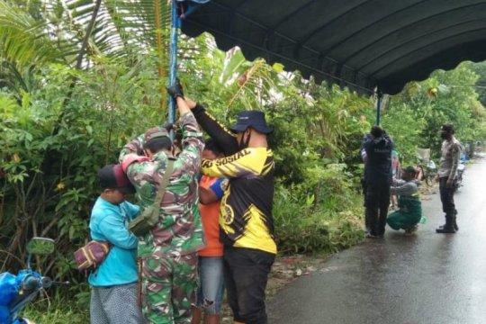 Tim penanggulangan bencana Banua Lawas dirikan tenda darurat