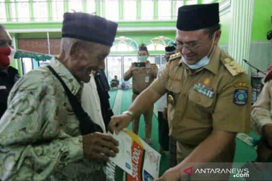 Gubernur Babel serahkan bantuan sosial Baznas ke Warga Kelurahan Dul