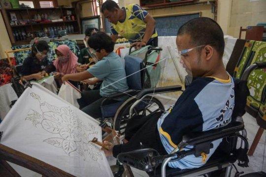 Pelatihan membatik bagi penyandang disabilitas