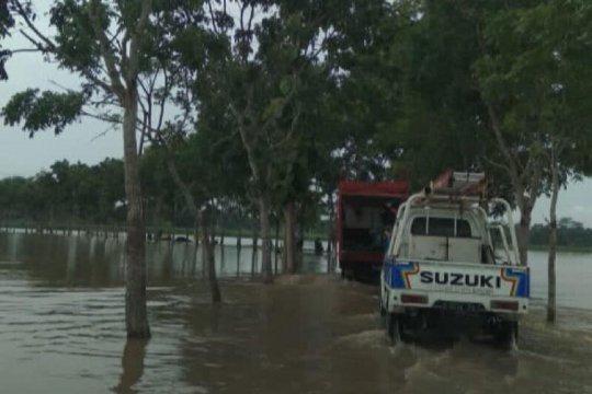 Hujan deras, banjir genangi sejumlah ruas jalan di Purbalingga
