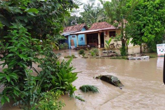Pengungsi banjir di Purbalingga tersebar di tiga titik