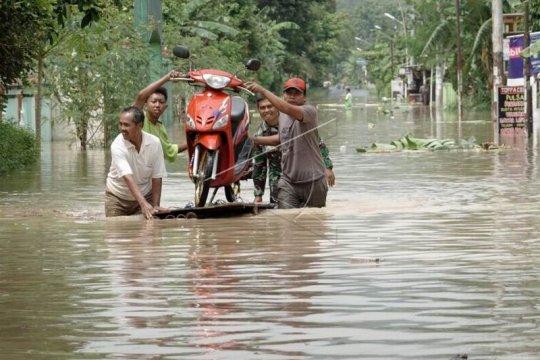Sungai Serayu meluap