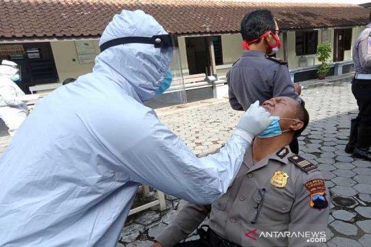 Jelang Pilkada Surakarta,  ratusan polisi jalani tes usap