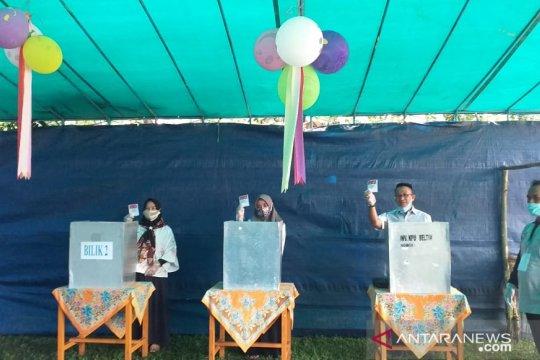 Burhanuddin mencoblos di TPS 4 Desa Mayang Kelapa Kampit