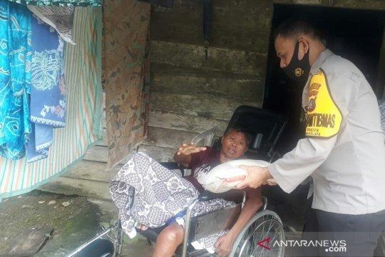 Polisi Bangka Barat salurkan bantuan beras di Kelapa