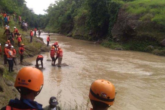 Anggota TNI korban kecelakaan mobil patroli tertabrak KA ditemukan