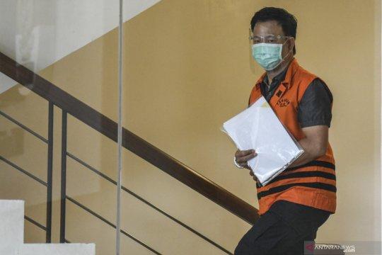 Pengusaha didakwa suap Rp45,2 miliar kepada eks Sekjen MA dan menantunya