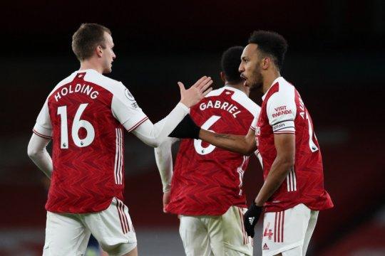 Bek tengah Arsenal kartu merah ketika imbang 1-1 melawan Southampton