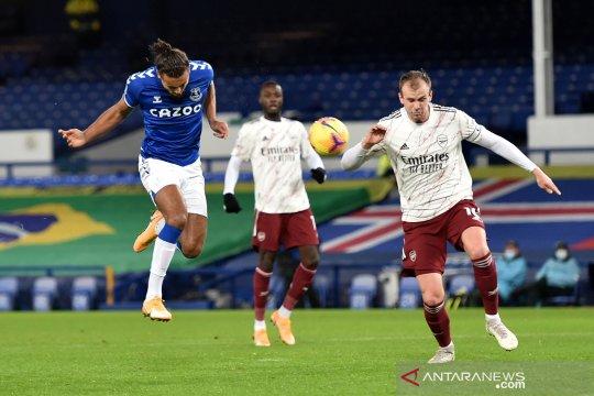 Everton meloncat ke posisi kedua setelah kalahkan Arsenal