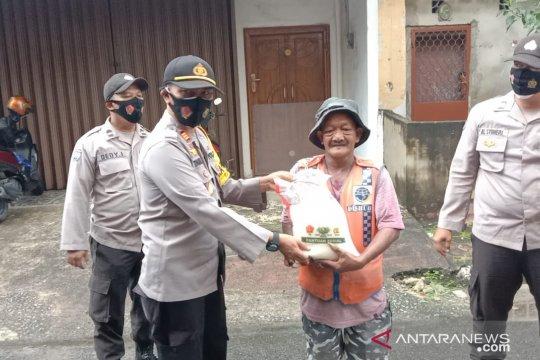 Polres Bangka Barat bantu sembako dan masker kepada petugas parkir