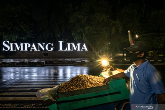 Akses ke kawasan Simpang Lima Semarang ditutup