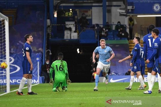 Manchester City mempecundangi tuan rumah Chelsea