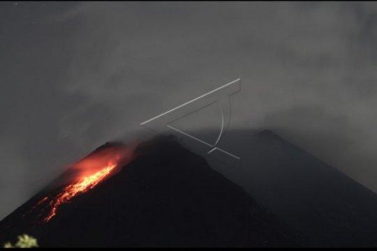 Gunung Merapi luncurkan guguran lava pijar