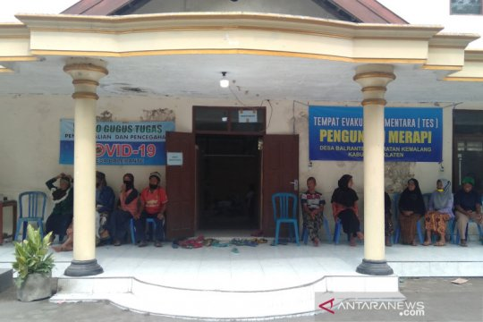 Sejumlah warga lereng Merapi di Klaten kembali mengungsi
