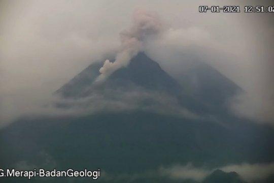 Merapi kembali luncurkan awan panas guguran ke arah Kali Krasak