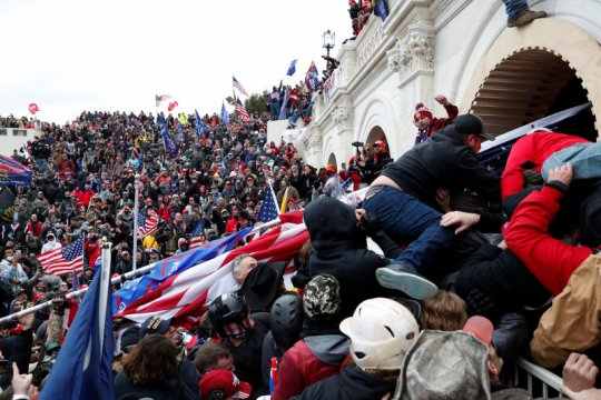 Ratusan pendukung Trump serbu Gedung Kongres AS