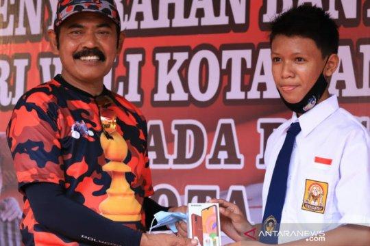 Pemkot Surakarta masih terus bagikan gawai