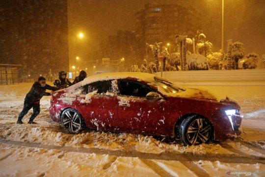 Hujan salju lebat landa Madrid