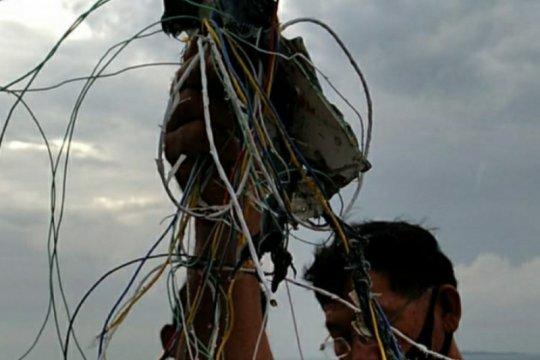 Petugas temukan diduga kabel dan serpihan pesawat di Pulau Laki
