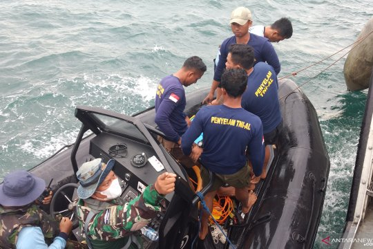 Navy divers retrieve black box of crashed Sriwijaya Air plane