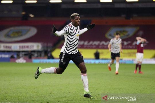 Paul Pogba mengantarkan Manchester United ke puncak klasemen