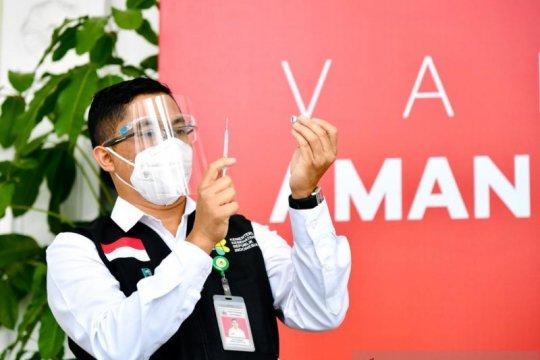 Menteri-tokoh-artis hingga buruh divaksin perdana bersama Presiden Jokowi