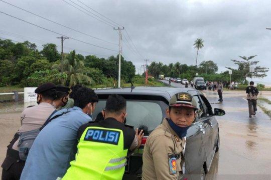Banjir Rob hantam badan jalan di Bangka Tengah