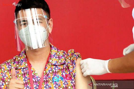 Raffi Ahmad menjadi salah satu penerima vaksinasi perdana COVID-19