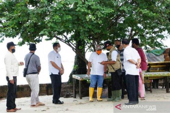 Walikota Pangkalpinang tinjau kawasan Pantai Pasir Padi terkena banjir Rob