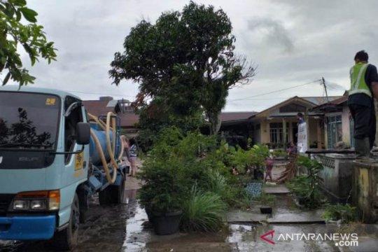 PDAM Belitung distribusikan air bersih untuk warga terdampak banjir