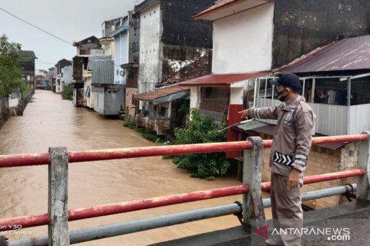 Polisi Bangka Barat pantau lokasi rawan banjir