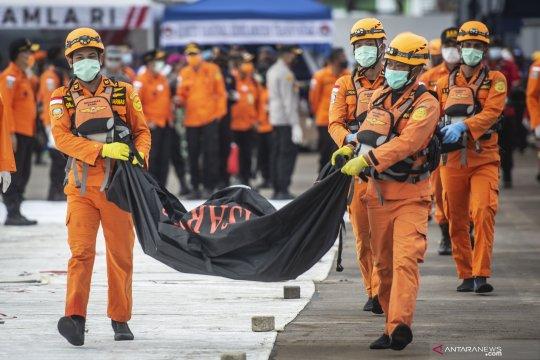 Tim SAR kembali angkut 3 kantong bagian tubuh korban pesawat SJ-182