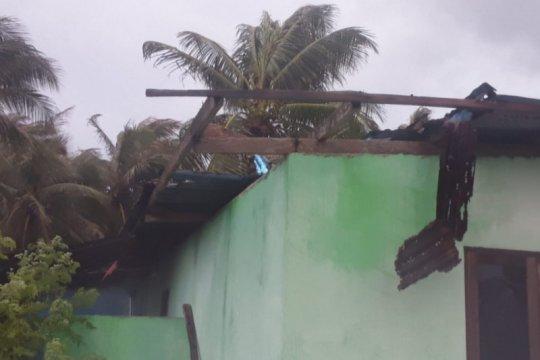 Angin puting beliung terjang belasan rumah warga di  Rote Ndao