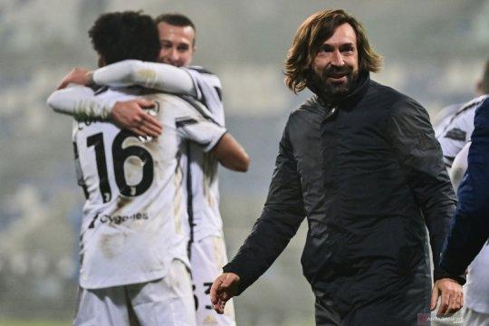 Andrea Pirlo bersuka cita meraih trofi perdananya sebagai pelatih