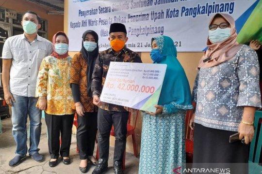 Walikota Pangkalpinang serahkan bantuan dari BPJSTK ke keluarga korban Sriwijaya Air