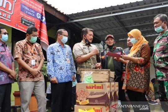 Korpri Pekalongan bagikan paket sembako kepada korban banjir