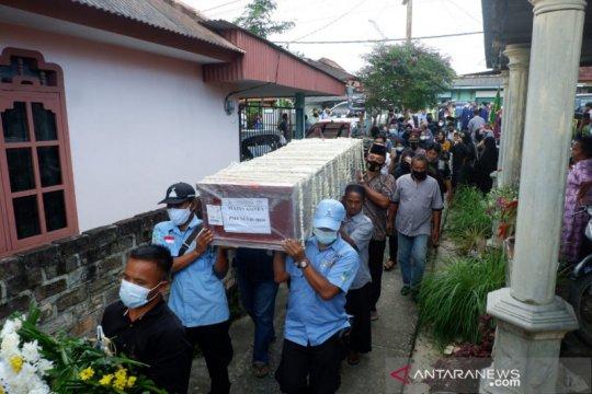 Jenazah pramugara Sriwijaya Air SJ-182 di makamkan di Sungailiat usai sholat Jumat