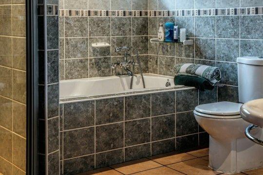 Jangan pakai toilet yang sama jika ada keluarga positif COVID-19