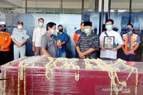 Wagub Babel serahkan jenazah Yulian Andika korban Sj-182