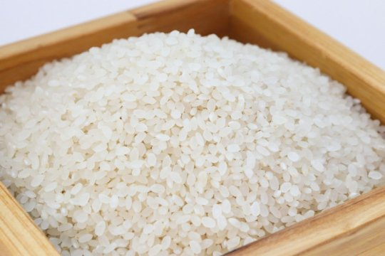 Cara simpan beras yang benar dan tanda beras kedaluarsa