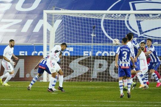 Hazard dan Benzema bawa Real sikat Alaves 4-1