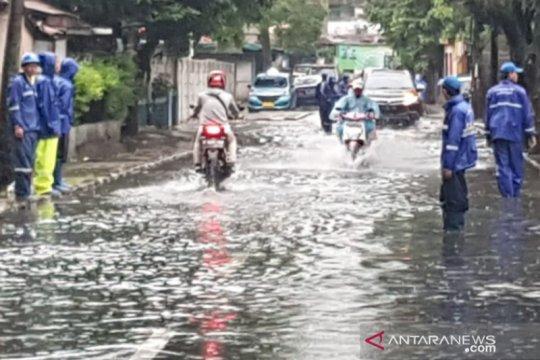 Heavy rain triggers flooding in 7 Jakarta neighborhoods, 15 roads