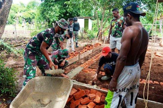 Satgas Yonif 125/Si'mbisa bangun rumah layak huni warga kampung Toray di perbatasan