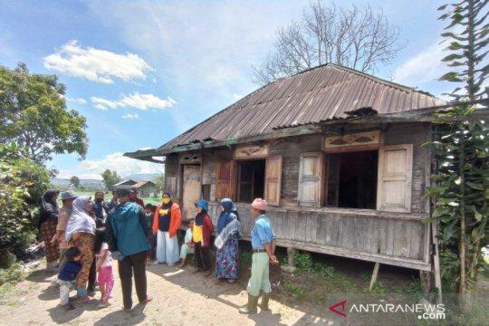 Kisah pilu satu keluarga tinggal di rumah tak layak huni dan alami gangguan jiwa di Kabupaten Solok