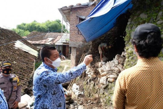 Wali kota tinjau lokasi longsor di Kampung Wates Prontakan