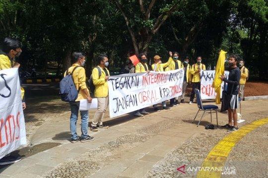Pemberian gelar doktor HC Nurdin Halid didemo mahasiswa Unnes