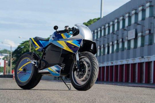 Sepeda motor listrik karya UBL dan LIPI dites di Sirkuit Sentul