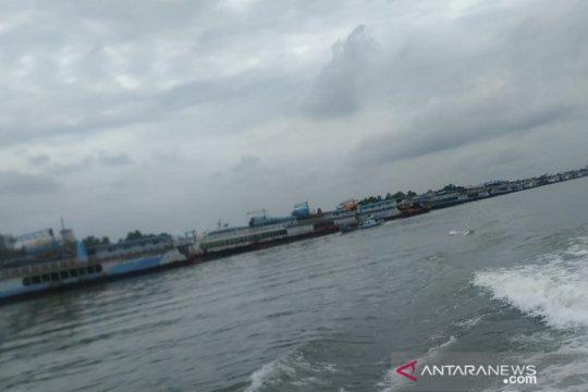 Ratusan kapal tambang timah padati Pelabuhan Pangkalbalam karena cuaca