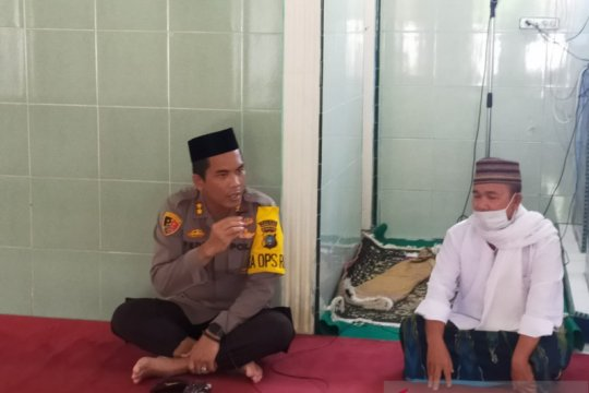 Polres Bangka Barat bantu sembako warga terdampak COVID-19